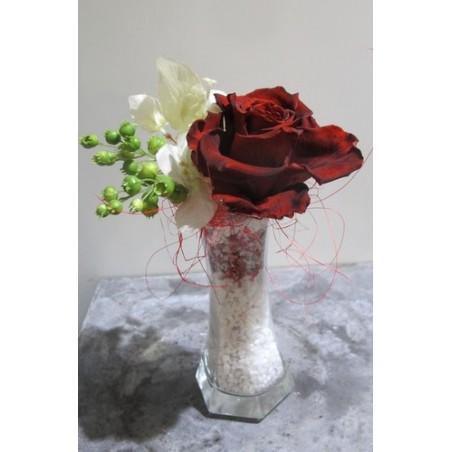 Rose unique dans soliflor