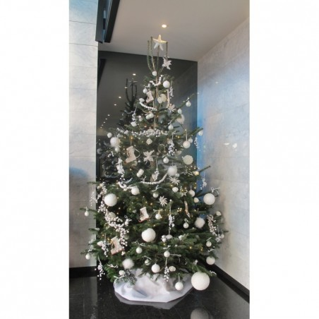 Decorated Christmas tree (Nordmann)